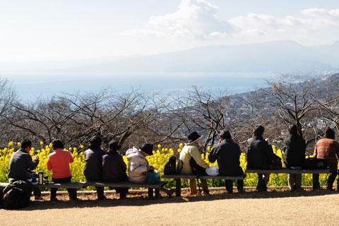 人通りが途切れるのを待つこと5分。狙って撮った割には,背景が寂しい。なぜ富士山を入れない?(涙)