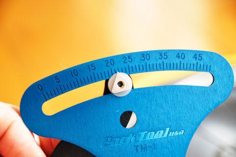 測定用の針の支持値を読み取ります。これだと,「21.5」かな?