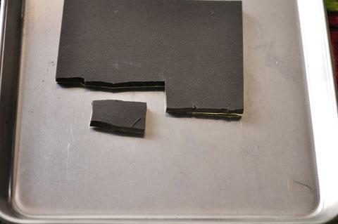原材料はコレ。両面テープ付きなので,思いついたらすぐ作業できる。