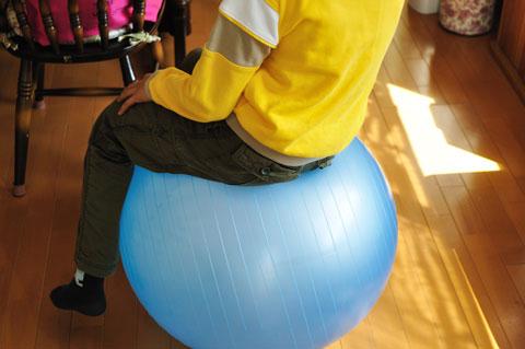 直径5cmは,小学生の脚が浮くくらい。175cmのおいらにはちょうどいいサイズです。