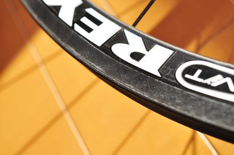 MV32T ULのリム表面は,鮫肌のような加工がされています。