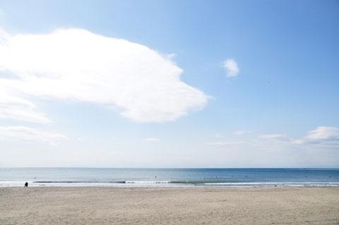 最高にのどかな由比ガ浜。こんなにのんびりしている場合じゃなかったのだ!