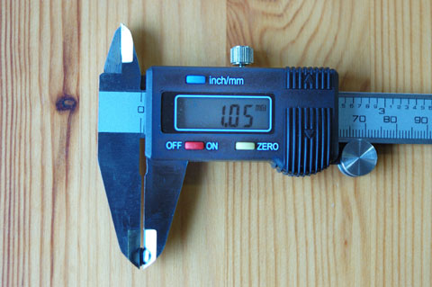 一番肝心な,Oリングの太さを測ってみると,約1mmでした。細~