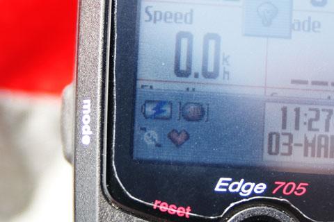 ブースター接続時は,Edge705の画面には「外部給電」を表すアイコンが出ます。(電池に雷マーク)