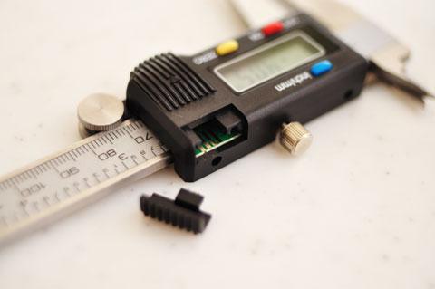 謎の電気接点。計測値を出力しているんだと思うんだけど・・・。