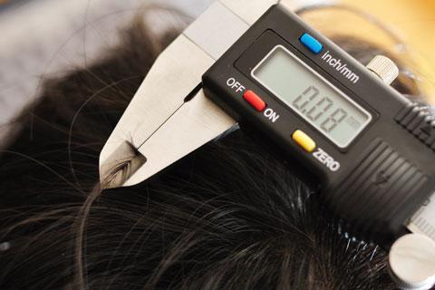 長男の髪の毛を測ってみる。余は満足である。