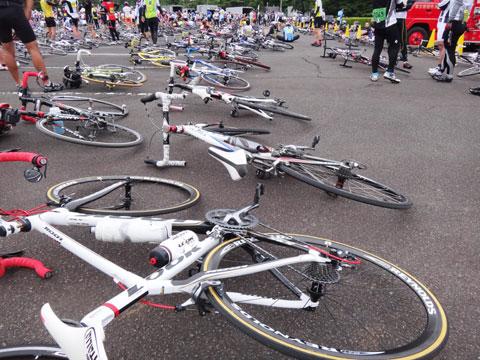 スタート直前,待機する595号。自転車は万全だけど,運転手のテンションが緩みっぱなし。しっかりせい!(^^)
