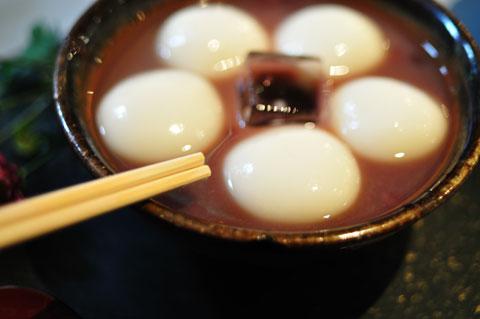 で,でかい白玉。冷たすぎず,とても甘くておいしいのだ(^^)
