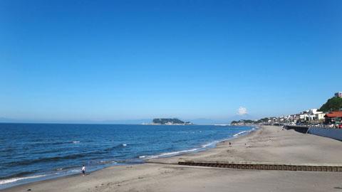 七里ガ浜から江ノ島&富士山を望む。夏だなぁ~