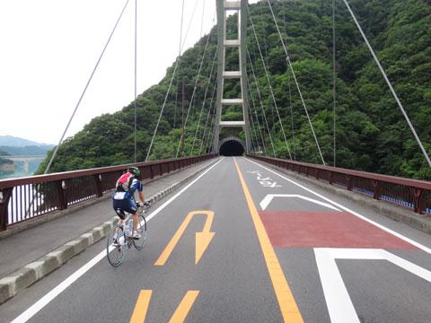 宮ヶ瀬湖を通過中のNoguさんご一行。家からまだ30km・・・ 【フォトアルバムはこちら!】