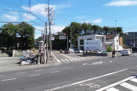 いつもの名古木交差点。SHIGEさんに先に出発してもらい,おいらは後から猛追するぜ!(まったく追いつかないけど)
