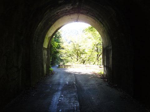 裏ヤビツにある大好きなトンネル風景 【オール自走のヤビツTTアルバムはこちら!】
