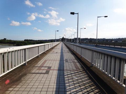 相模川にかかる昭和橋。長い~!