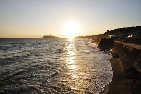 こちらは七里ガ浜。これまた去年と同じような・・・。