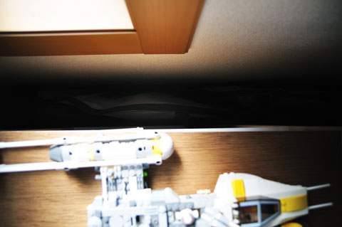 本棚の壁の間には,こんな風にタカラモノが隠してあります(笑) 暑いって・・・。