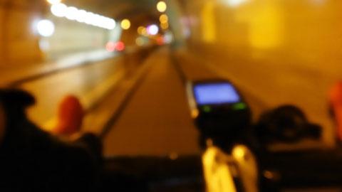 内陸を走ったのでトンネルだらけになりました。どこにもピントが合っていない,不思議な写真(笑)