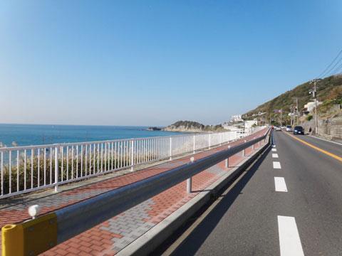 海沿いの道は気持ちがいいなぁ・・・。