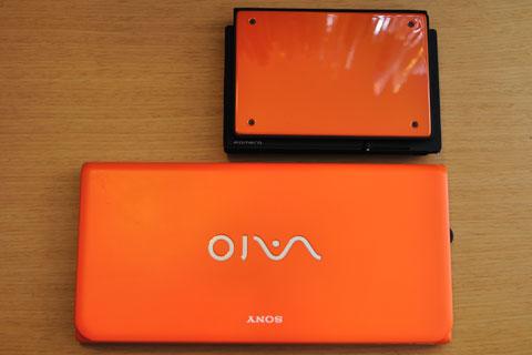 ポメラに続き,またもオレンジ色のPCになりました。どっちかというと,PCでは珍しい色かと思いますが・・・(^^)