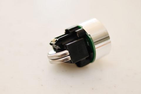 電池はCR2032が2個です。