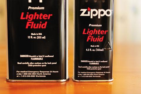 右がノーマルサイズで133ml,左が大缶サイズで355ml。