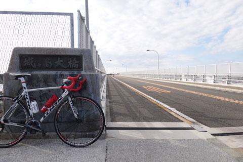 城ヶ島大橋。自転車は無料で渡れるのがアリガタイ(^^)