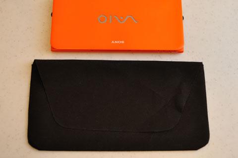 ワイヤレスキーボードの運搬用袋よりも小さいVAIO P。