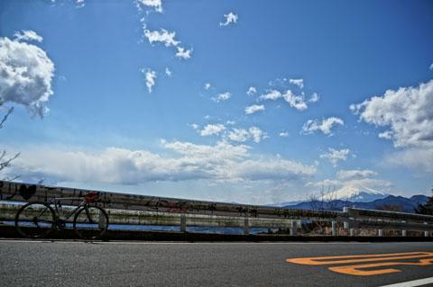 「絵画調HDR」で撮ってみたら,ド派手な空・雲になりました(^^)