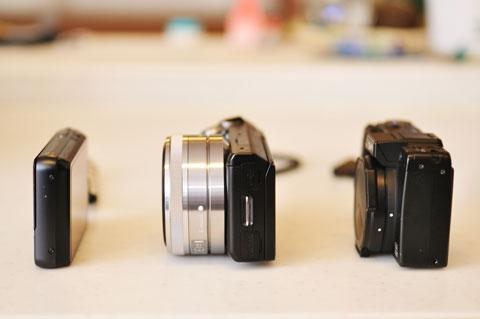 左から,SONY DSC-TX10,NEX-5N,RICOH GX100。ほぼコンデジ的なサイズです。