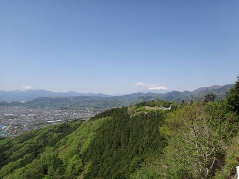 雲に隠れちゃってるけど,次なる目標は,富士山(の五合目)ダ!
