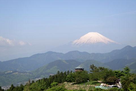 帰り道にて。あの大きな山の中腹まで上るんだよね。大丈夫かな・・・? (今日はここでmatsuさんと会いました。お久しぶり~♪)