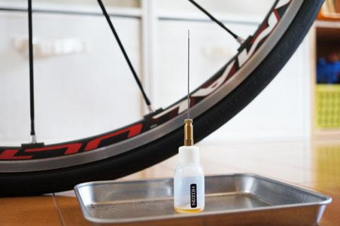 小さなタンクに,カワセミのように長~いノズルが特徴。