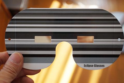 VIXENの日食メガネ。おぉ,なんとなく宇宙っぽい(笑)
