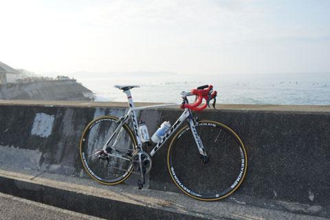 天気がいいので,三浦半島のほうまで見通すことができます。