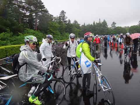 みんなズブ濡れだけど,自転車に乗れて嬉しい! おつかれさまでした~(^^)