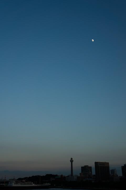 今度は月が出てきました。さて,帰るとするか・・・。