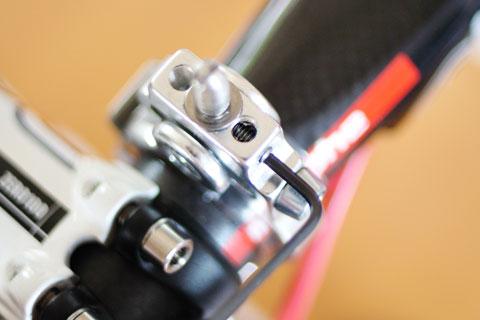 「カメラ固定用ネジ」を固定するネジを緩めます(笑)