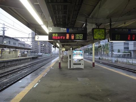 電車,こないんですけど・・・。 結局,80分ほど遅れてやってきました。