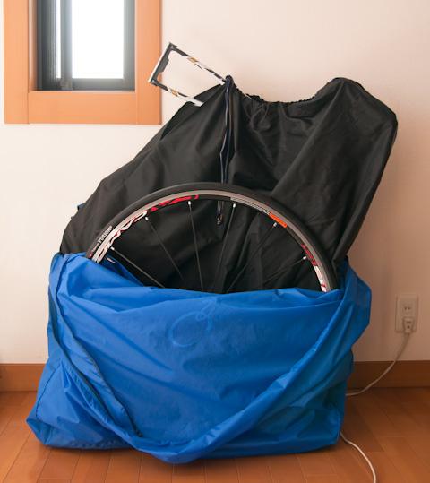 マトリョーシカのように,輪行袋を開けると輪行袋が出てくる。こういうこと思いつくバカって,どれだけいるもんだろうか・・・?(笑)