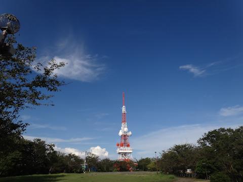 ヤビツと違い,湘南平のゴール地点は視界が開けています。今回は行かなかったけど,展望台にも,鉄塔にも登れるのですごく景色がいいです。
