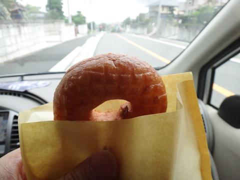 失意のどん底(うそ)で,ドーナツを食べて帰る。おいしい~(^^)