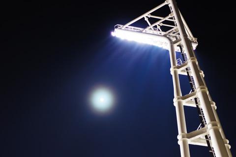 横浜勤務最終日,スタジアムの照明がまぶしい。