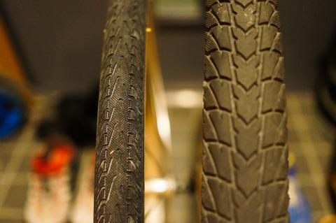 左が新,右が旧タイヤ。ものすごい太さの差です。