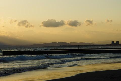うっすらと富士山が見えます。この様子だと明日も晴れかな?(^^)