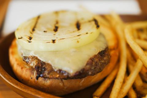 KUA'AINAのハンバーガー。とにかく肉がおいしい~(^^)
