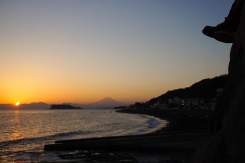 稲村ヶ崎から見る夕日は,湘南エリアでも随一の美しさです。