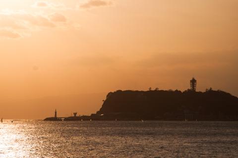 暮れ行く江ノ島港。ちと,三脚がないとキツイ。