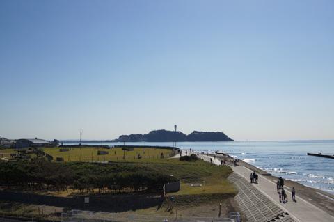 土曜日と違って,すばらしい天気の日曜日。江ノ島もくっきり。