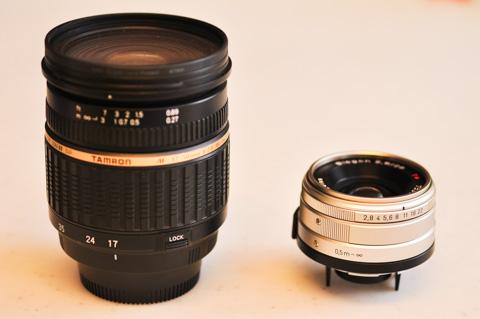 左はD90用の18-50mmF2.8。APSのレンズよりも,フルサイズのBiogonの方が遥かにコンパクト(^^)