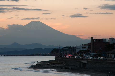 富士山を目一杯に引き寄せる。大きいなぁ・・・。
