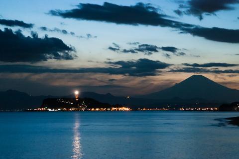 江ノ島灯台を高感度ISOで写し止める。